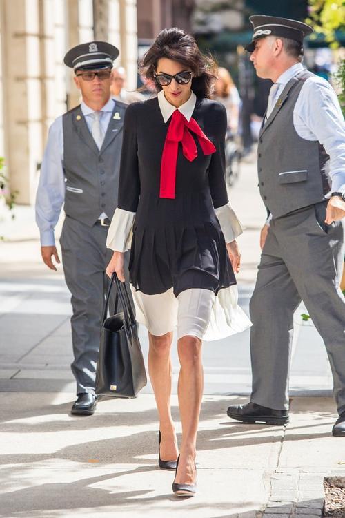 Là 'nữ đại gia hàng hiệu', nhưng Ngọc Trinh vẫn mặc váy nhái?