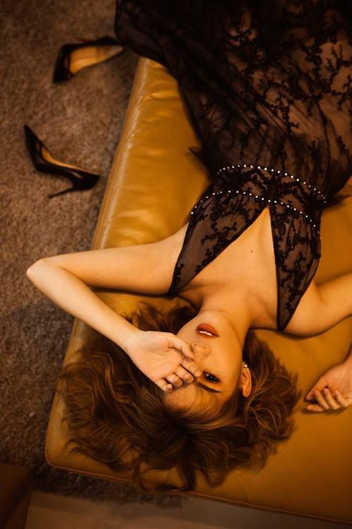 Hot girl Ngọc Thảo lạ lẫm với hình tượng mới, sexy và trưởng thành!