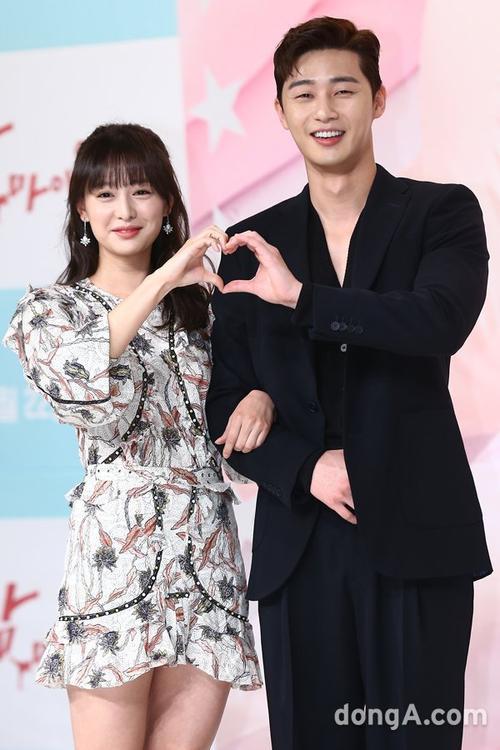 Park Seo Joon nói về chuyện hẹn hò với Kim Ji Won