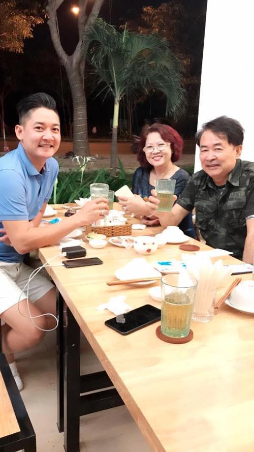Hải Băng lần đầu 'khoe' ảnh bên bố mẹ chồng - ảnh 3