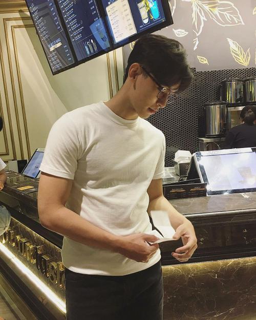 Chàng trai được Min 'cầu hôn' khuấy đảo cộng đồng mạng với 'góc nghiêng thần thánh' - ảnh 7