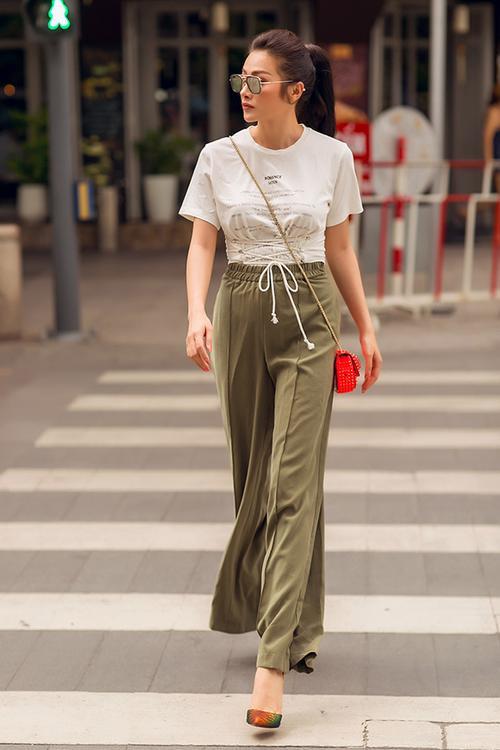 'Cô giáo Glee' Trương Nhi từ mặc xấu kỷ lục dần 'lột xác' ngày càng sang chảnh - ảnh 6