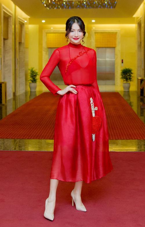 'Cô giáo Glee' Trương Nhi từ mặc xấu kỷ lục dần 'lột xác' ngày càng sang chảnh - ảnh 4