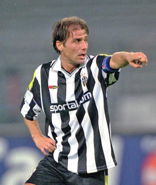 Mourinho và Conte trái ngược trong cả chuyện yêu đương - Ảnh 2.