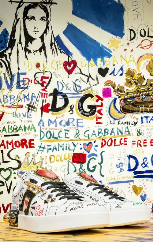 1 1 - 'Cảnh báo' tín đồ street-wear! Sneaker siêu xinh của Dolce & Gabbana sẽ 'hạ cánh' tại Hà Nội