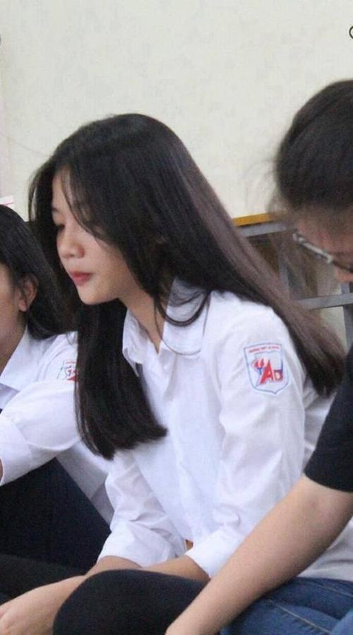 Cư dân mạng thi nhau chia sẻ 'những góc nghiêng thần thánh' của nữ sinh Việt - ảnh 2