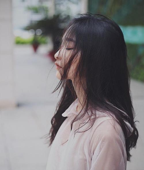 Nữ sinh 2001 gây chú ý vì đôi môi cong 'siêu nũng nịu' - ảnh 12