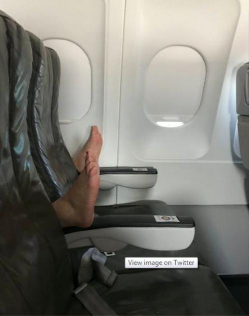 Tại sao không nên làm 11 điều này trên máy bay? - Ảnh 4.
