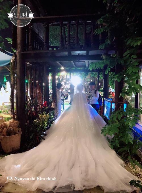 Khởi My hóa công chúa khi diện váy cưới hoành tráng - Ảnh 3.