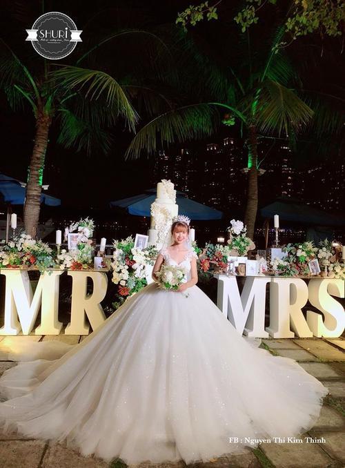 Khởi My hóa công chúa khi diện váy cưới hoành tráng - Ảnh 2.