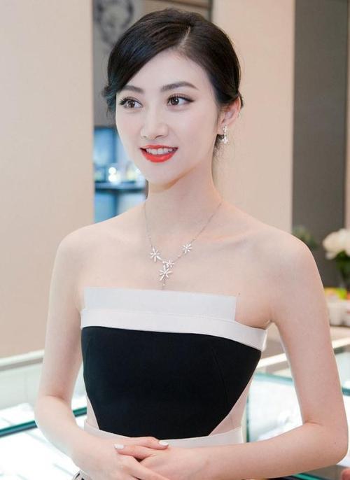 Lưu Diệc Phi và Cảnh Điềm: 'Độc dược phòng vé' nào lợi hại hơn? - Ảnh 8.