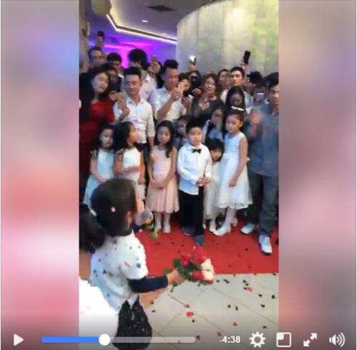 Bé gái người Việt 'quẩy cực sung, hát cực đỉnh' tại một đám cưới ở Ba Lan - Ảnh 2.