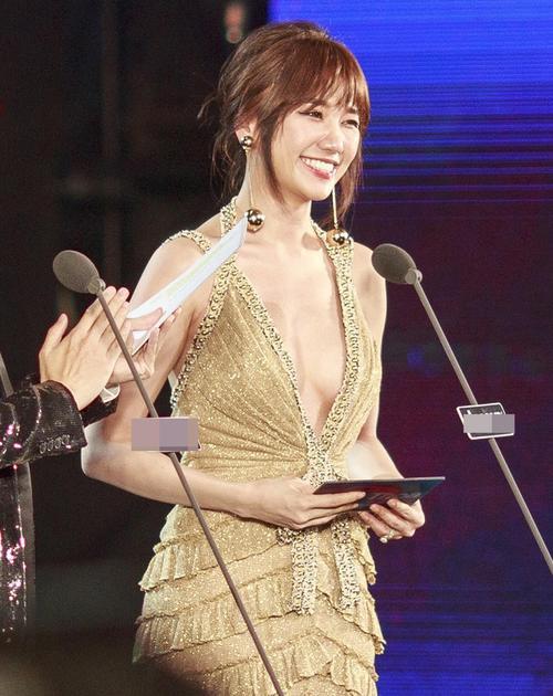 Á hậu Thuý Vân kém sắc hơn hẳn khi 'mặc lại' thiết kế của Kỳ Duyên, Hari Won - ảnh 5