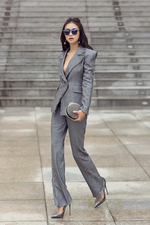 'Mặc lại' suits xám của Diễm My chỉ sau vài ngày, Sa Lim chứng tỏ đẳng cấp 'ăn đứt' đàn chị