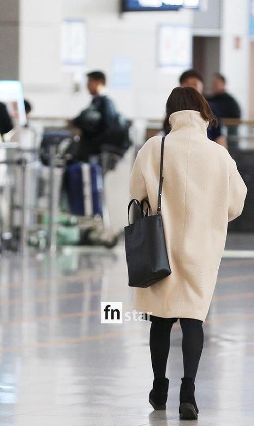 Lần đầu xuất hiện sau siêu đám cưới với Song Joong Ki, Song Hye Kyo lộ mặt mộc tiều tuỵ, mệt mỏi