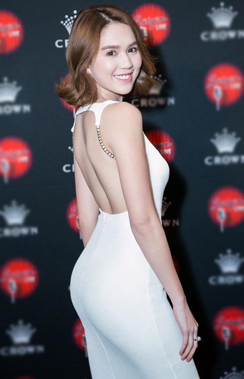 Vuột danh hiệu Vòng eo 56, Ngọc Trinh vẫn là mỹ nữ khoe lưng gợi cảm nhất Vbiz - Ảnh 2.