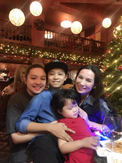 Con gái ruột Wendy Phạm lần đầu về Việt Nam đón Giáng sinh cùng Phi Nhung - ảnh 1