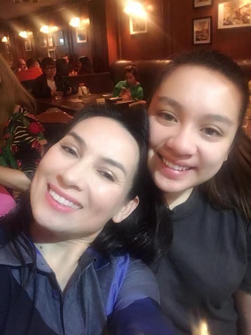 Con gái ruột Wendy Phạm lần đầu về Việt Nam đón Giáng sinh cùng Phi Nhung - ảnh 2