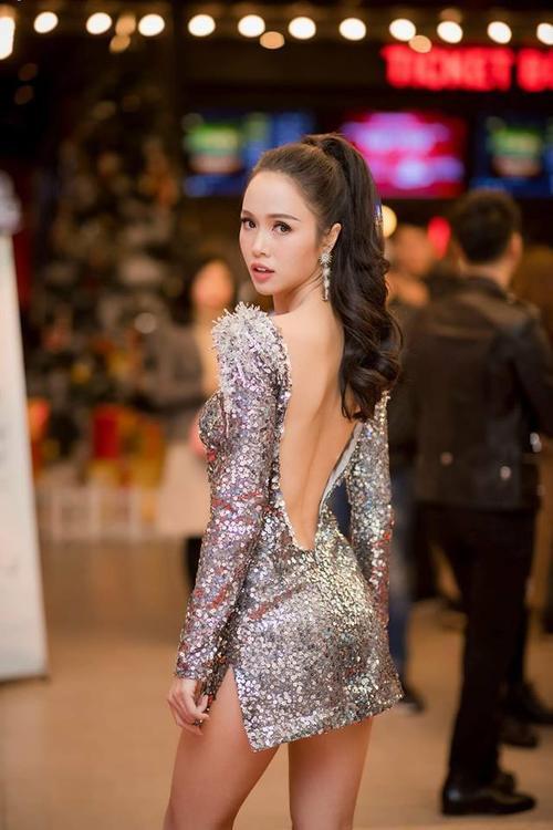 Điểm danh những người đẹp có vòng 3 khiến công chúng dậy sóng năm 2017