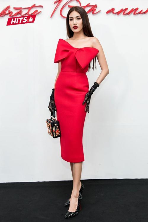 Không hổ danh 'Nữ hoàng thảm đỏ', Angela Phương Trinh có những 2 set đồ lọt top sao đẹp