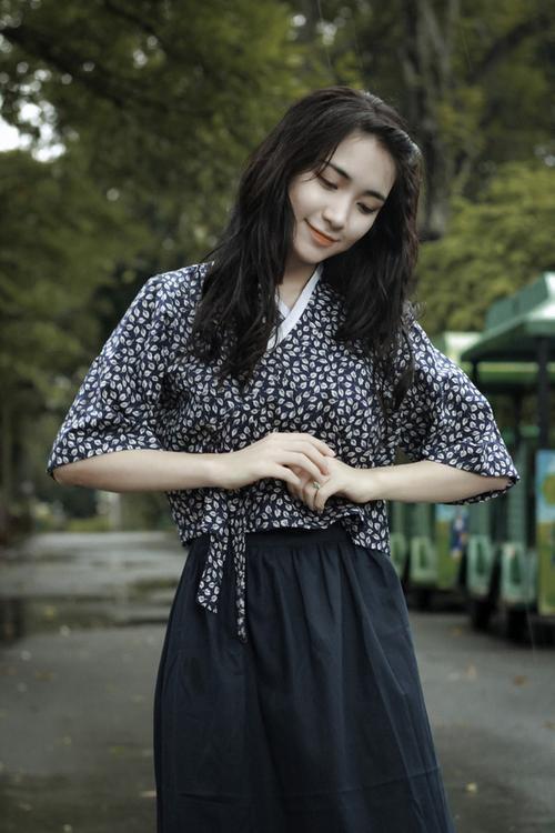 Không chỉ 'lầy' và duyên, Hòa Minzy còn vô cùng 'kẹo ngọt' trong loạt MV này - ảnh 1