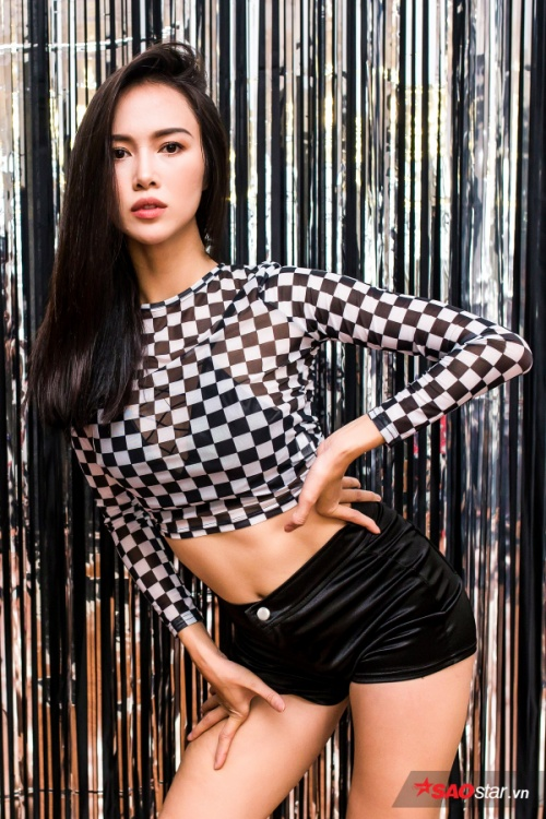 Dien vien Vu Ngoc Anh nong bong nhay sexy dance tren giay cao got