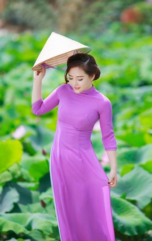 Đơn giản vẫn là đẹp nhất, Tết này chỉ cần diện áo dài một màu thì nguy cơ lẻ bóng chẳng còn! - ảnh 10