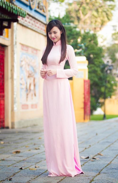 Đơn giản vẫn là đẹp nhất, Tết này chỉ cần diện áo dài một màu thì nguy cơ lẻ bóng chẳng còn! - ảnh 7