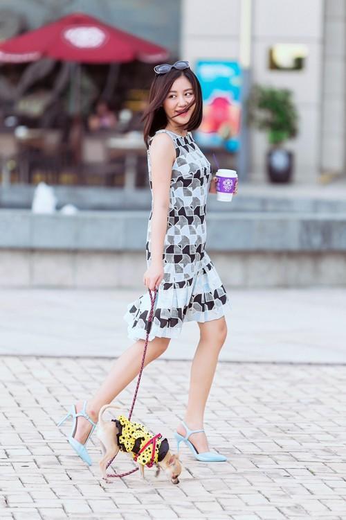 Gout thời trang đời thường 'gây nghiện' của nàng tuổi Tuất Văn Mai Hương
