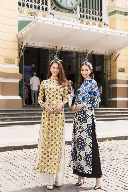 Cùng diện áo dài nhưng với gam màu tương phản đã giúp Ngọc Châu và Hương Ly thêm phần nổi bật và rạng rỡ