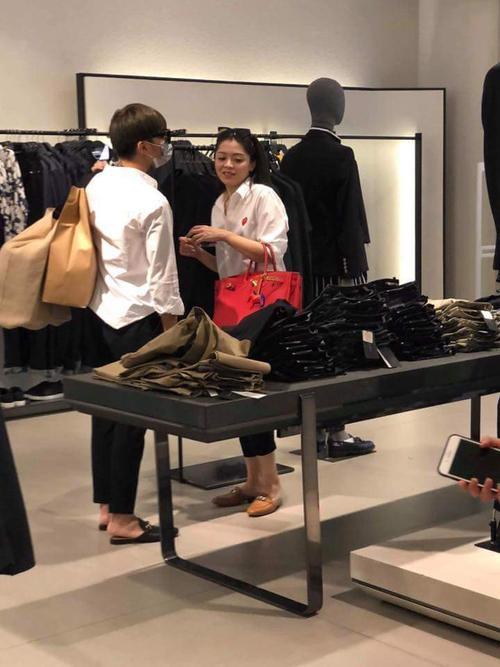 HOT: Rò rỉ ảnh Soobin Hoàng Sơn diện đồ đôi đi mua sắm cùng bạn gái tin đồn? - ảnh 1