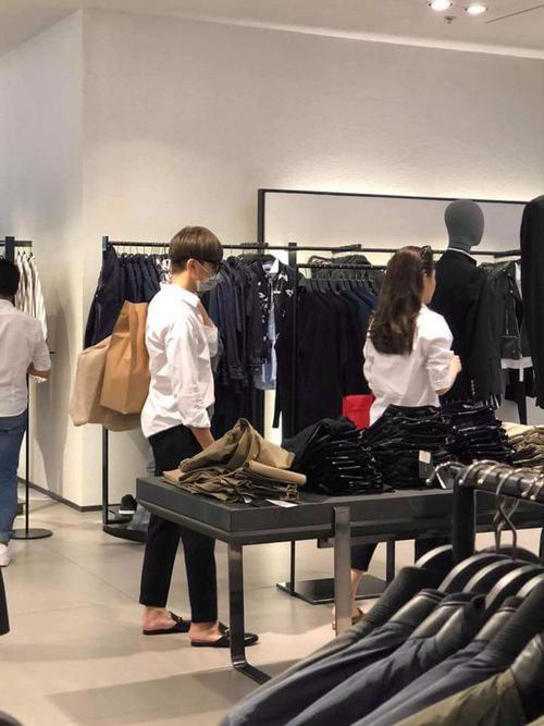 HOT: Rò rỉ ảnh Soobin Hoàng Sơn diện đồ đôi đi mua sắm cùng bạn gái tin đồn? - ảnh 2