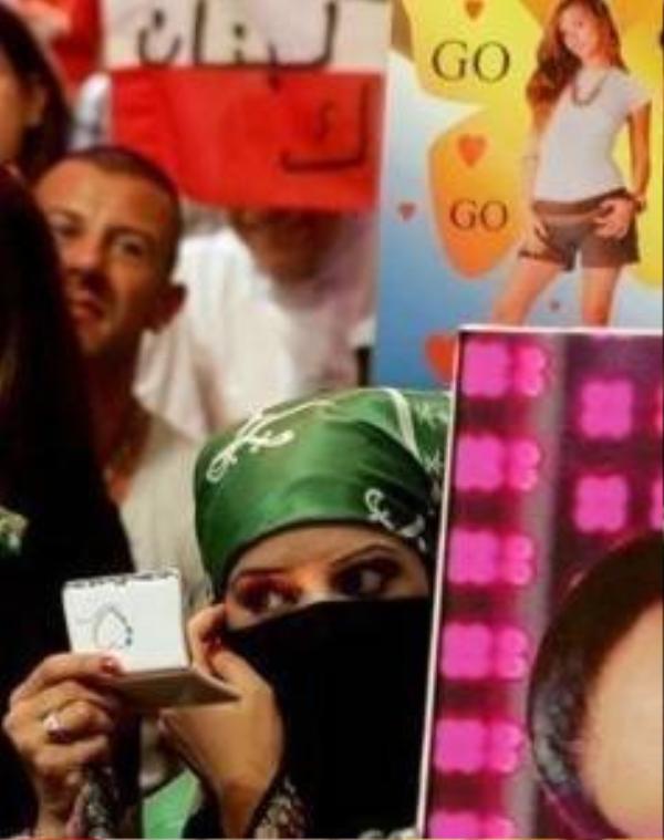 Phụ nữ ở Dubai không được phép tiếp xúc với đàn ông lạ