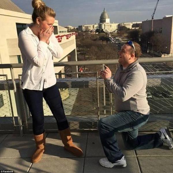 Melissa Ott, vợ chưa cưới và cũng là đồng nghiệp của người quay phim Adam Ward tại đài truyền hình WDBJ7, choáng váng trước cái chết đột ngột của bạn đời.