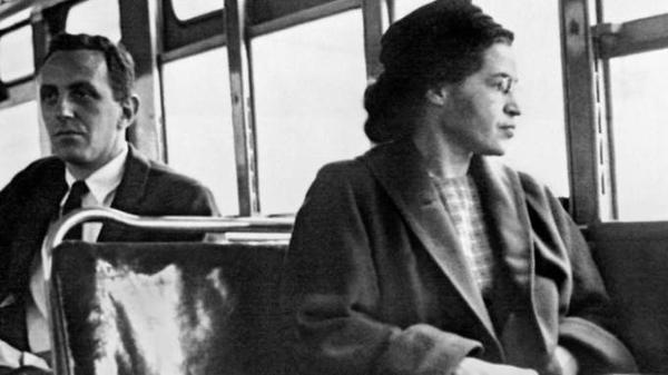 Anne Frank, một cô bé người Do Thái với quyển tiểu thuyết gây tiếng vang khắp toàn cầu. Cô bị sát hại bởi phát xít Đức chỉ vài tháng trước khi nạn diệt chủng chấm dứt.