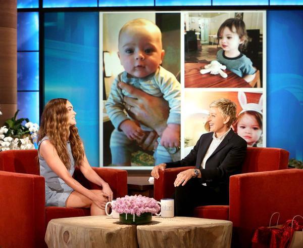 Megan Fox khoe ảnh con trong talkshow Ellen.