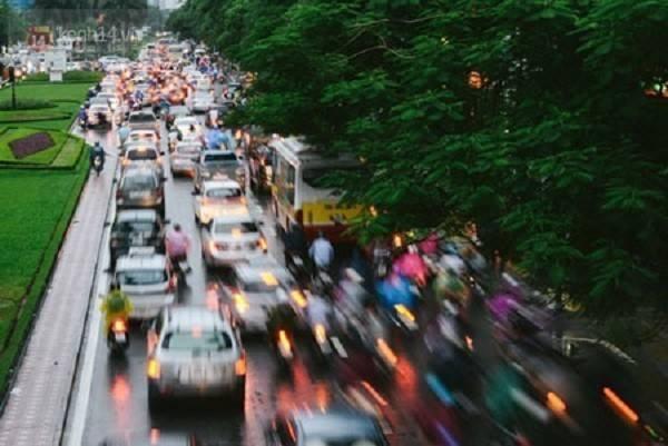 iếng ồn do động cơ và còi xe trở thành nỗi ám ảnh với nhiều người tham gia giao thông tại Việt Nam.
