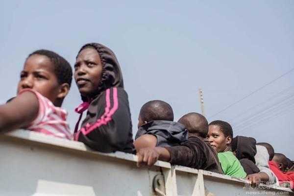 Bọn họ đều có chung một ước ao là giúp gia đình thoát khỏi cảnh đói nghèo.