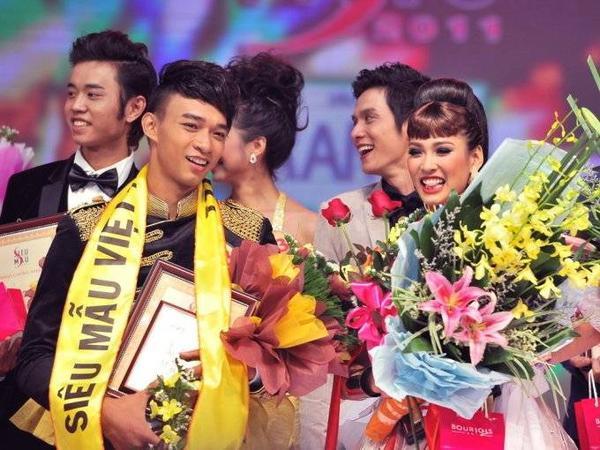 Vũ Mạnh Hiệp và Vương Thu Phương đăng quang giải vàng Siêu mẫu 2011.