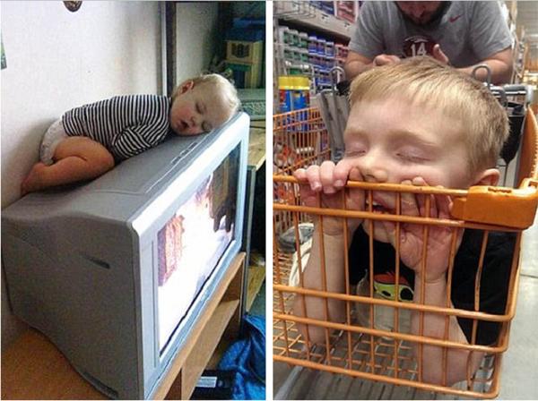 Chết cười với em bé ngủ gật trên đầu TV.