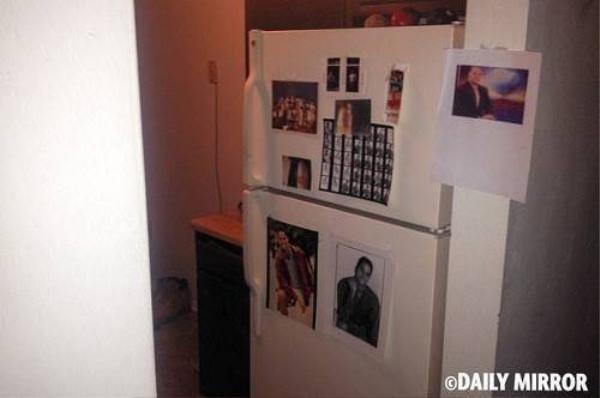 Trên tủ lạnh tại căn hộ, cảnh sát thấy nhiều ảnh của Flanagan từ thời hắn còn là phóng viên của đài WBDJ nhưng bị sa thải cách đây hai năm.