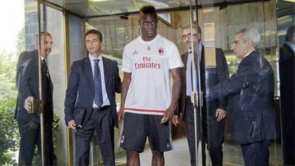 Thất bại trong tình trường nhưng Balotelli được Milan mượn ở mùa bóng này với mức lương cao