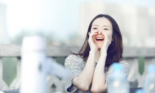 """Kể từ khi yêu Uông Phong, Chương Tử Di """"lấn sân"""" âm nhạc bằng diễn xuất. Mới đây, Hoa đán gây chú ý khi tham gia vào MV mới của bạn trai No Where To Let Go phát hành vào ngày 26/8. Trong MV, Chương Tử Di xuất hiện với vẻ thuần khiết, nữ tính."""