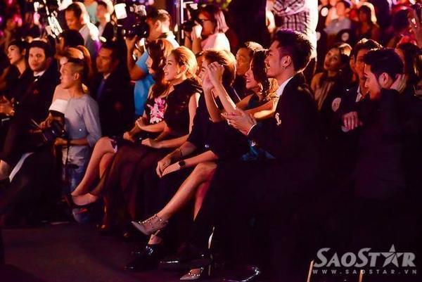 Với phần trình diễn đầy sôi động và đẳng cấp của nữ ca sĩ, các khách mời như Chi Pu, Gil Lê, Lý Quý Khánh, Quang Vinh cổ vũ cuồng nhiệt.