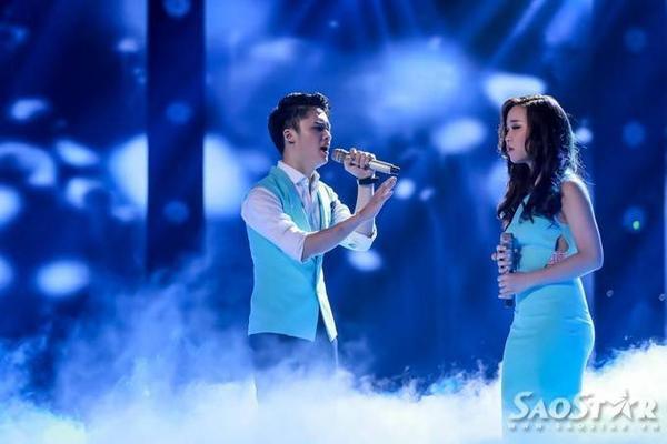 Ngọc Sang và Bảo Uyên thể hiện ca khúc hit của Bùi Anh Tuấn. Cả hai thật tình cảm khi song ca Nơi tình yêu bắt đầu, một sáng tác của nhạc sĩ- diễn viên Tiến Minh.