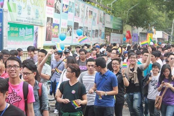 Cuộc diễu hành cầu vồng đã thu hút hàng nghìn bạn trẻ tham gia.