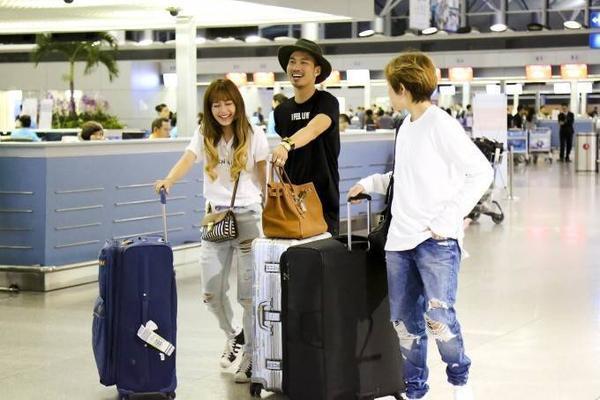 Được biết trong chuyến đi Hà Hồ và ông trùm ngành thể hình giải trí Randy Dobson - CEO của tập đoàn CMG (CMG.ASIA) sẽ sắp xếp đoàn nghệ sĩ Việt Nam sẽ ở khách sạn 5 sao hàng đầu Nhật Bản và được chiêu đãi tại hai nhà hàng nổi tiếng nhất tại Nhật, nơi chỉ dành cho giới thượng lưu giàu có nhất xứ hoa anh đào.