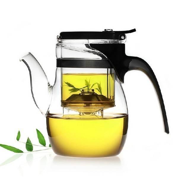Theo các chuyên gia, mỗi ngày uống 2-3 tách trà xanh giúp ngăn ngừa đau lưng. Lý do là bởi trà xanh chứa nhiều  chất chống oxy hóa. Uống trà xanh hàng ngày cũng giúp giải độc tố trong cơ thể cũng như làm chậm quá trình lão hóa.
