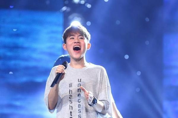 Sinh năm 1996, Phạm Chí Thành là thí sinh được các Giám khảo dành nhiều lời khen ngợi về chất giọng, đặc biệt là quãng giọng rất cao. Anh cũng là thí sinh thường xuyên dẫn đầu các đêm thi.