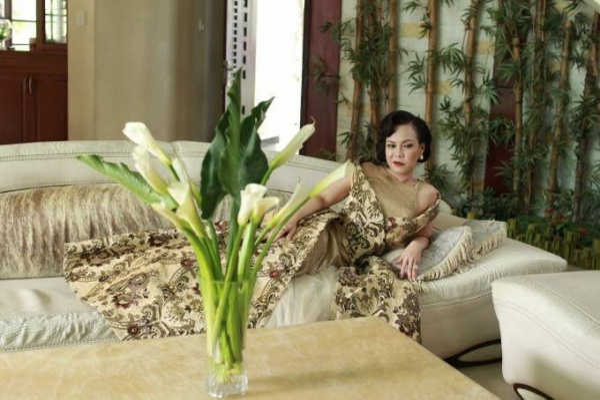 Quý bà Uyển Uyển - Việt Hương